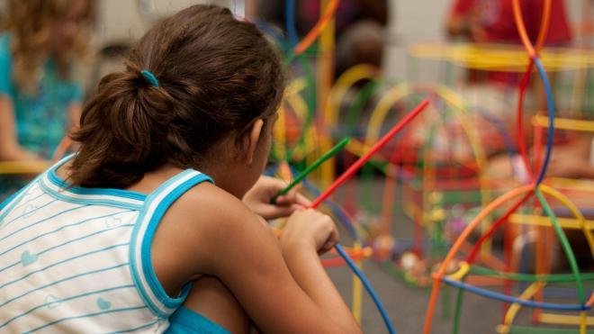 Петербургские власти отменяют действие сертификатов на путевки в детские лагеря