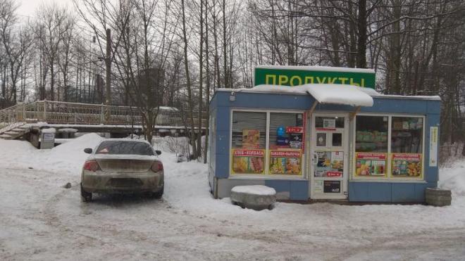 В Петербурге изъяли контрафактный алкоголь и табак на 55 тысяч рублей