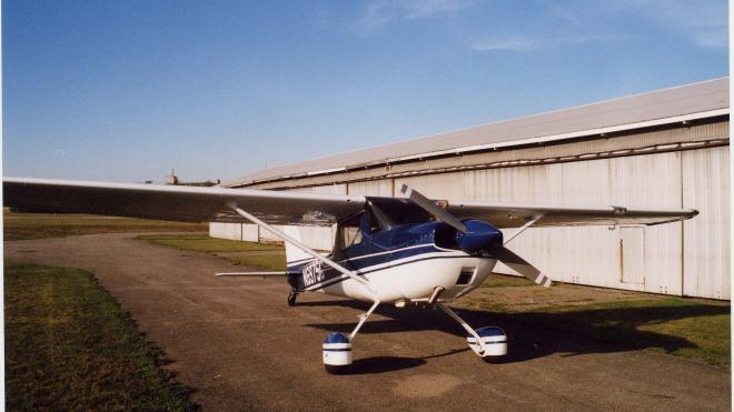 Петербуржец на легкомоторном самолете совершил вынужденную посадку под Калугой