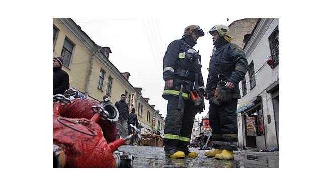 Новый пожар в Петербурге: горит один из корпусов знаменитой Апрашки