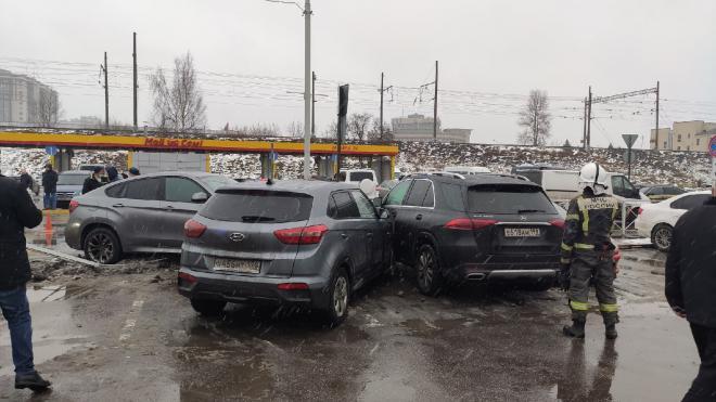 На Московском проспекте произошло массовое ДТП