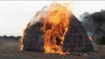 Дети заживо сожгли трехлетнего мальчика, играя с зажигал...