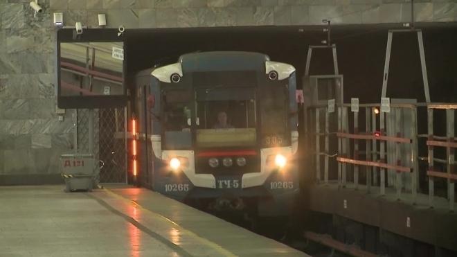 Мужчина чуть не зажарился на рельсах фиолетовой ветки московского метро