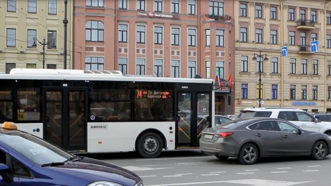 В Петербурге в праздники изменят график автобусов и троллейбусов