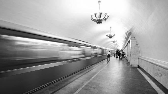 """Станцию метро """"Автово"""" закрыли из-за бесхозного предмета"""