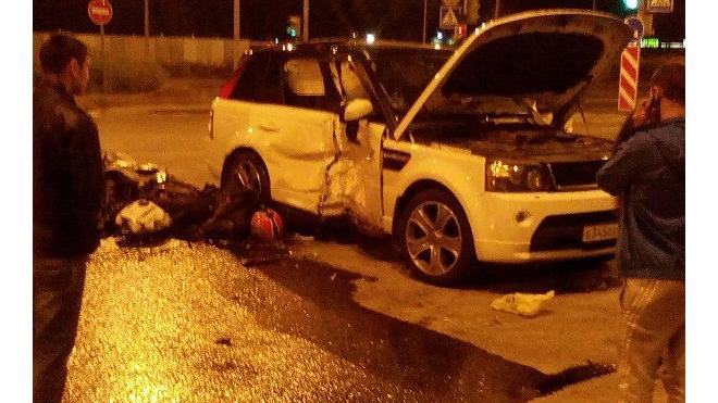 Страшные фото с места гибели мотоциклиста на Пискаревском проспекте напугали петербуржцев