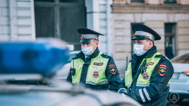 "Водитель ""Мерседеса"" обстрелял грузовик на съезде с КАД на Шафировский проспект"