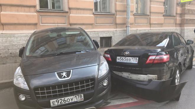 На Бакунина в ДТП с машиной Смольного пострадала пешеход