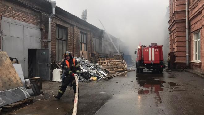 """На территории завода """"Арсенал"""" горели 400 кв. метров площади"""