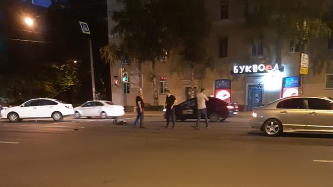 """На Энгельса автоледи на """"Опеле"""" сбила пожилого петербуржца"""