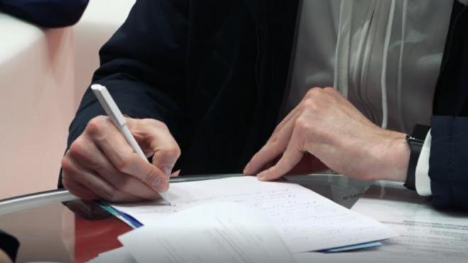Петербуржцам объяснили, почему в Росреестре долго выдают документы