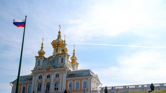 В Петербурге повысят штрафы за неправильное использование флага и герба города