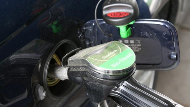Правительство приняло новые меры по стабилизации цен на бензин