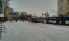 На Зины Портновой трактор вместе со снегом пытался убрать остановку
