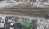 В Мурино припаркованный грузовик сдуло на соседнюю машину