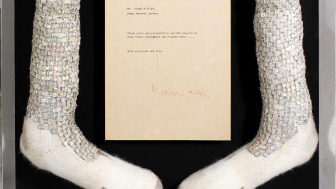 В Нью-Джерси носки Майкла Джексонапродаютза миллион долларов