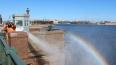 В Петербурге отмыли Дворцовый мост после зимы