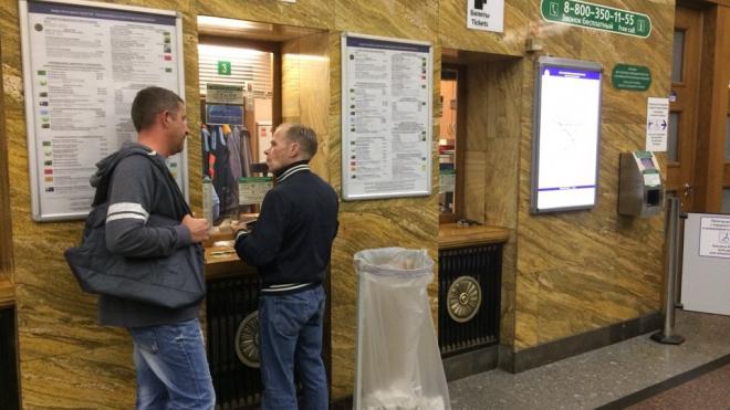 В петербургском метро установили урны для чеков