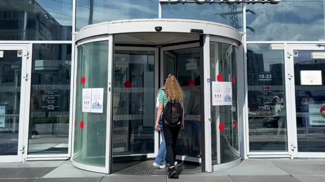 В Петербурге эвакуировали 3 торговых центра после анонимок о минировании