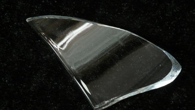 В Мурино преступник ограбил двух женщин, угрожая осколком стекла