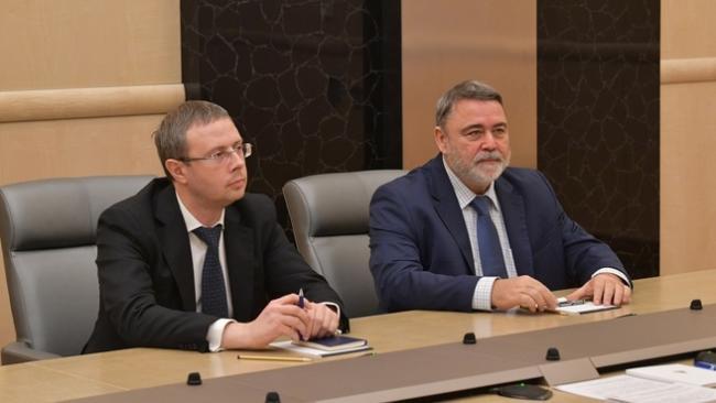 Премьер провел встречу с прежним и новым руководителями ФАС