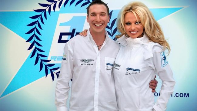 Памела Андерсон завела собственных гонщиков из команды Downforce1