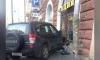 В Петербурге иномарка влетела в витрину