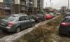 На Русановской улице неизвестный порезал все шины припаркованным автомобилям