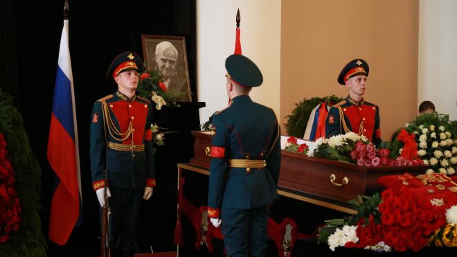 В Петербурге прощаются с Даниилом Граниным