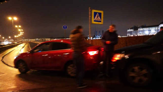 Из-за ДТП на Сампсониевском моступолностью перекрыли съезд