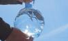 В Петербурге продают воду в бутылке в виде мяча, которая может загореться