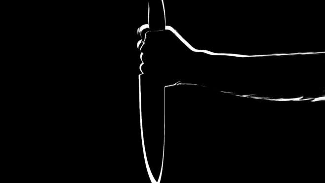 В Петроградском районе водитель напал с ножом на пешехода