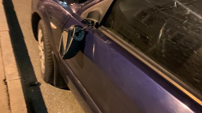 Неизвестный бородач повредил несколько машин на Ленинском