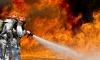 Более 80 пожарных всю ночь тушили возгорание на вагоноремонтном заводе в Ломоносове