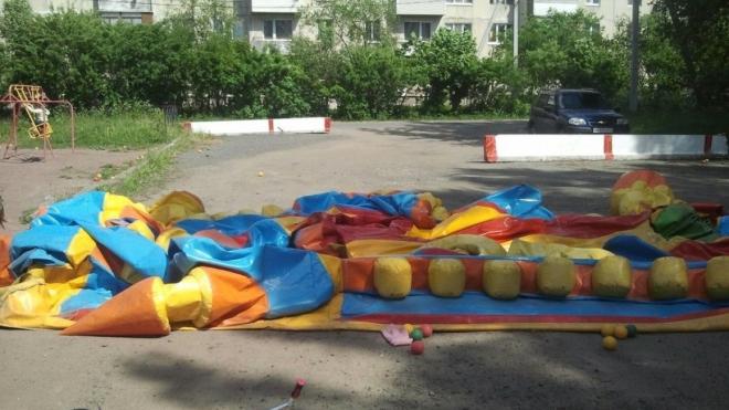 Из Парка Победы вывезли опасный батут, на котором ранее пострадали дети
