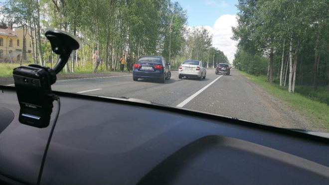 Два автомобиля столкнулись на Зеленогорском шоссе