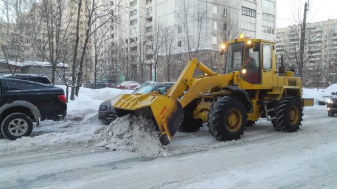 За сутки Петербург очистили от 45 тысяч кубометров снега