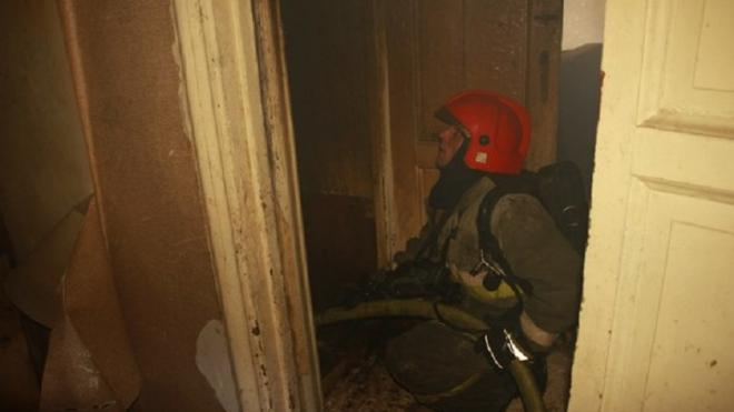 Из горящей квартиры на улице Софьи Ковалевской эвакуировали 5 человек