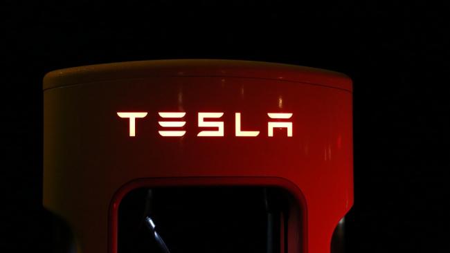 Акции Tesla падают из-за твита Маска о выкупе акций компании