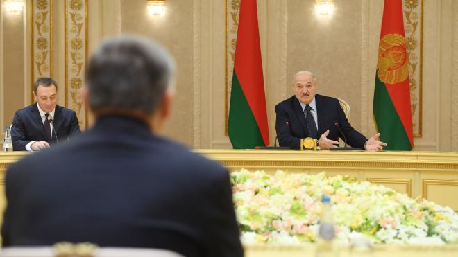 Эксперт: поддержка Лукашенко начинает приносить дивиденды России