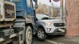 В Петербурге бетономешалка впечатала кроссовер в стену д...