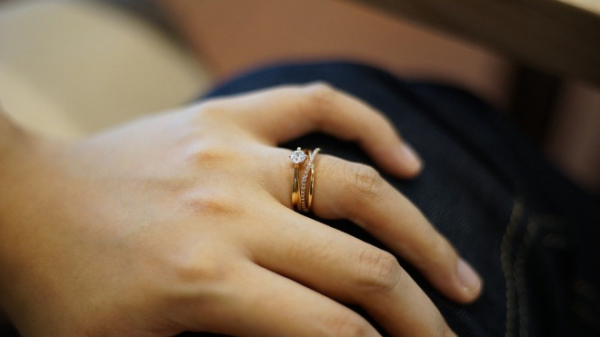 Петербурженку подозревают в шести фиктивных браках с мигрантами
