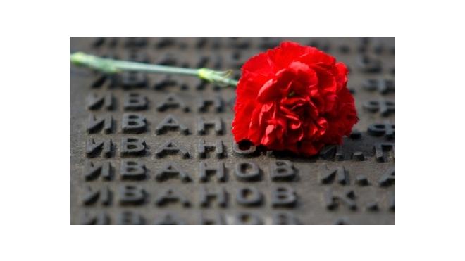 День начала войны: в Петербурге зажгли 1418 свечей