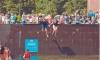 """Бешеная школота сломала фонтан на Московской площади ради """"водной битвы"""""""