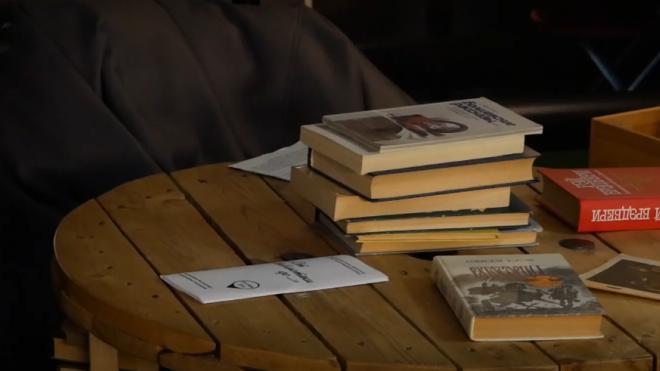 """Писатели дали петербуржцам """"книжные советы"""" на время праздников"""