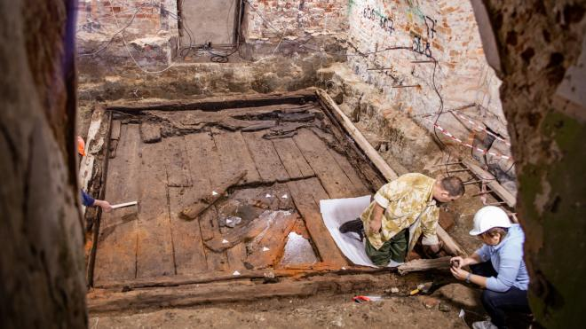 Археологи СПбГУ начали реставрацию 300-летнего ледника из дворца Меншикова