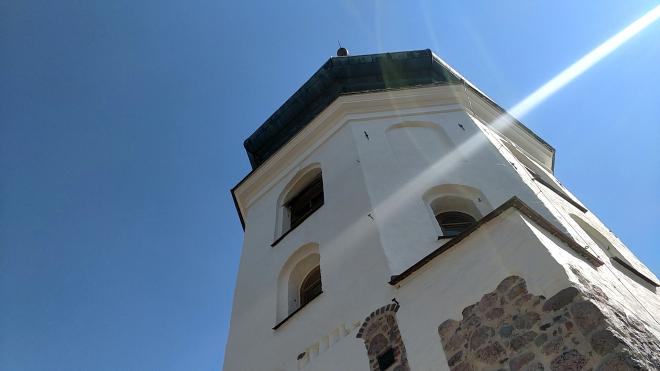 Губернатор Ленинградской области провел блогерам экскурсию по выборгской башне Ратуши