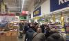Петербуржцы опустошают прилавки магазинов