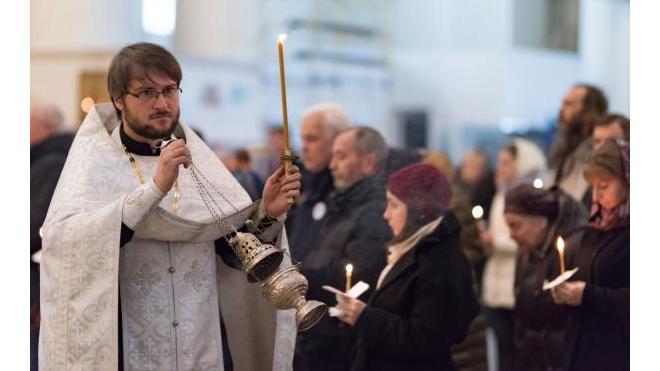 В петербургских храмах начались панихиды по погибшим в авиакатастрофе над Синаем