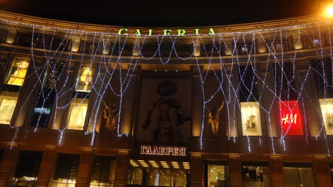 Петербургские магазины и ТЦ недосчитались покупателей перед НГ